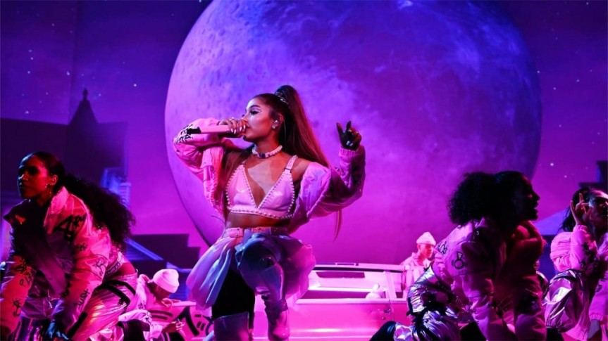 """Ariana Grande mostra os bastidores da sua turnê no documentário """"excuse me, i loveyou"""""""