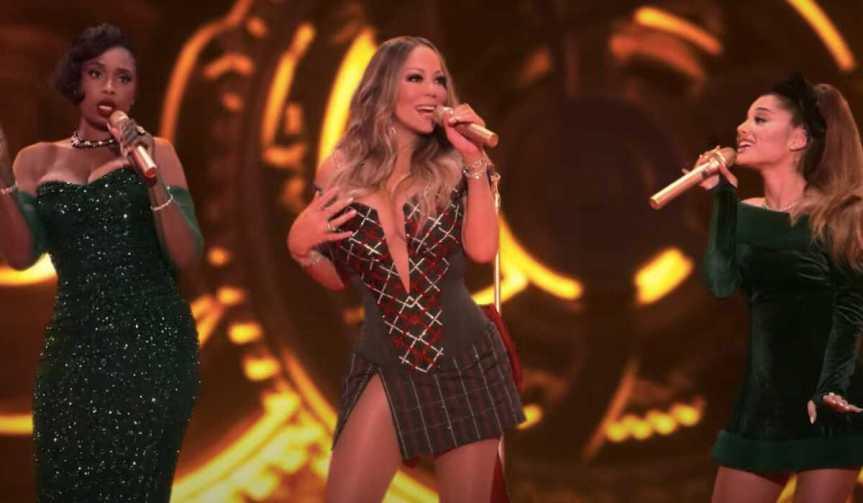 """Dona do Natal! Mariah Carey lança versão de """"Oh Santa"""" com Ariana Grande e JenniferHudson"""