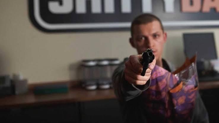 """""""Cherry"""": Tom Holland aparece indo para o exército em novo filme dos IrmãosRusso"""