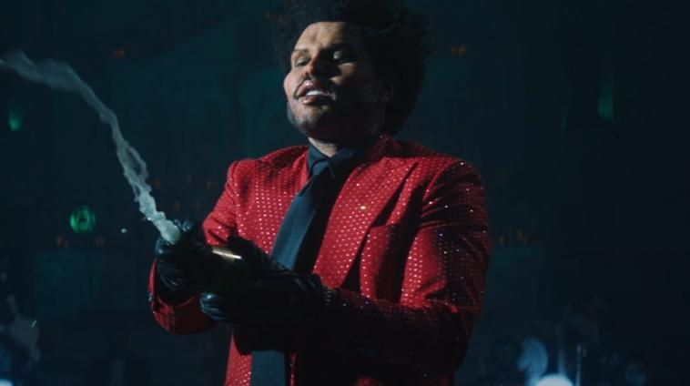 "The Weeknd lança videoclipe para ""Save Your Tears"", continuando a era ""AfterHours"""