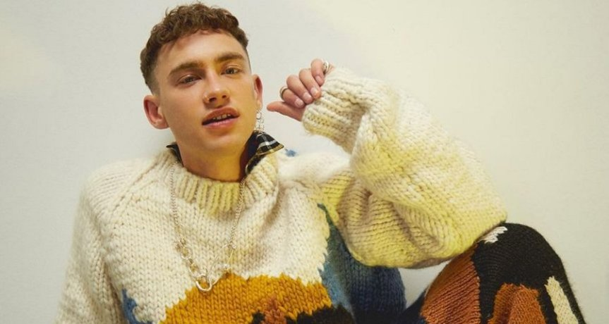 """Years and Years libera cover de Pet Shop Boys. Ouça """"It's aSin"""""""