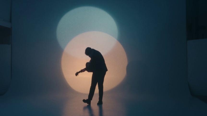 "Andreas Moe libera clipe para ""HoldingOn"""